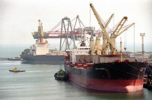 В порту Сингапура дроны доставляют грузы на суда