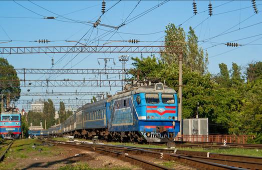 """""""Укрзализныця"""" сообщила, сколько вагонов перекрашивают из-за вандалов"""