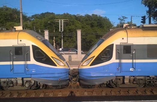 Фото дня: как в Одессу прибыл двойной дизель-поезд из Кишинева