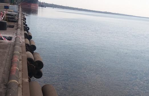 Акватория Николаевского порта загрязнена сточными водами
