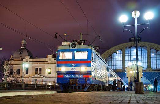 """Укрзализныця"" за полгода заработала на три дизель-поезда"