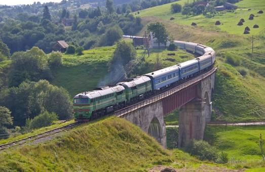 Этим летом «Укрзализныця» перевезла поездами дальнего следования более 13 миллионов пассажиров