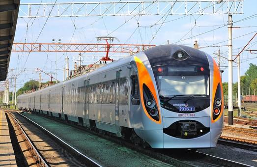 «Укрзализныця» за август 2018 года перевезла скоростными поездамипочти полмиллиона пассажиров