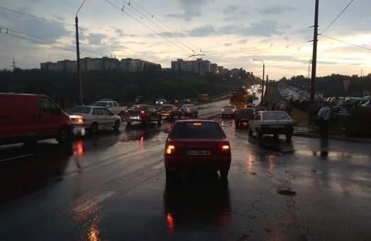 Ливень приостановил троллейбусное движение в Полтаве