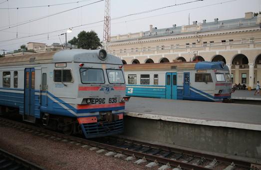 Одесская железная дорога перевезла за лето почти 3 миллиона пассажиров пригородными поездами