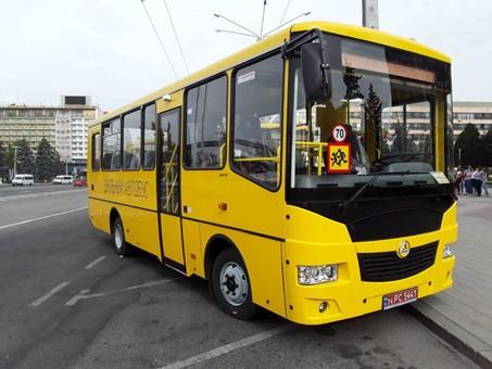 Школьники Запорожской области получили новые автобусы
