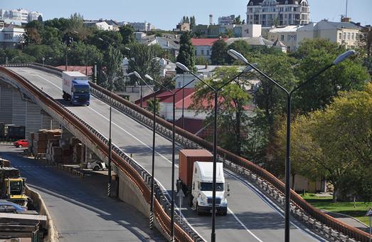 В порту Одессы открыли движение на шестикилометровой эстакаде после ремонта