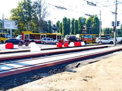 Ремонт на 5-й Фонтана: идет монтаж трамвайных путей (ФОТО)