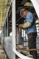 В Виннице показали сборку нового трехсекционного трамвая «VinWay»