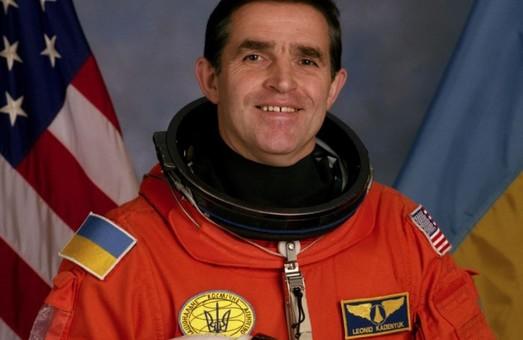 Буковинский аэропорт получил имя первого космонавта независимой Украины