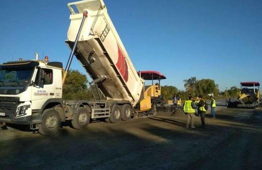 На Полтавщине строят первую в Украине бетонную дорогу и ремонтируют путепровод над железной дорогой