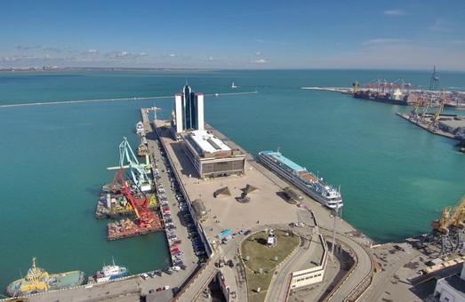 Порты Одесской области ищут рабочие руки