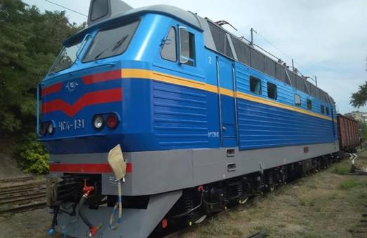 Запорожский электровозоремонтный завод передал «Укрзализныце» отремонтированные локомотивы