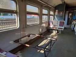 В Киевской области вандалы разгромили вагон электрички «Фастов – Киев»