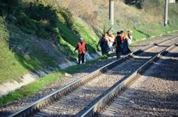 Железнодорожники и коммунальщики убирали мусор на въездах в Одессу