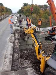 В Киевской области ведут работы по ремонту путепровода над железной дорогой