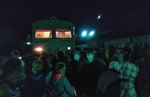 На Львовщине пассажиры снова блокировали движение электрички из-за нехватки мест