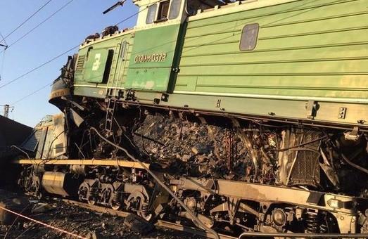 На служебной ветке под Кривым Рогом столкнулись локомотивы