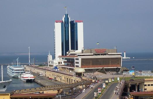 В Одессе закрывают на ремонт Центральный переезд морского порта
