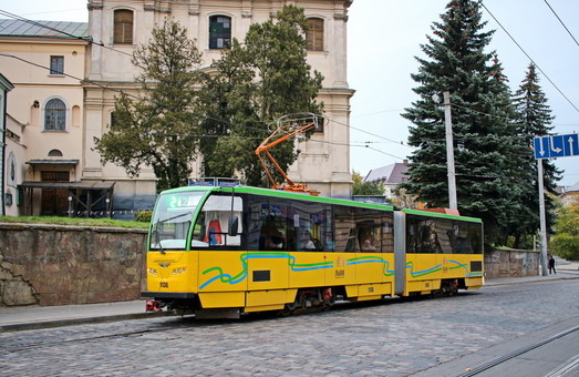 С начала года во Львове отремонтировали 15 трамваев и 16 троллейбусов