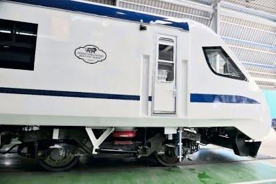 В Индии создали новый скоростной электропоезд