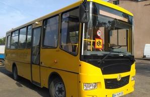Школьники Коноплянской школы в Одесской области получили новый школьный автобус