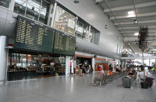 Львовский аэропорт в октябре увеличил поток пассажиров почти на 50%