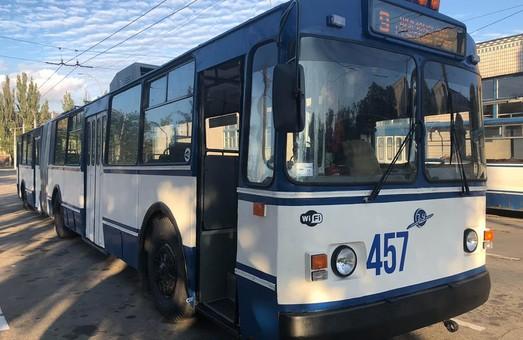 В Херсоне ввели посадку пассажиров в троллейбусы только через передние двери