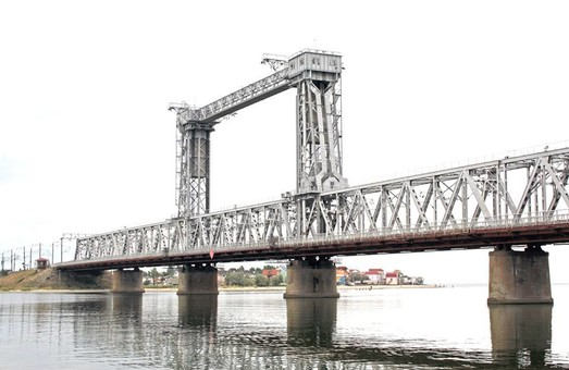 Одесские железнодорожники ремонтируют мосты и другие сооружения