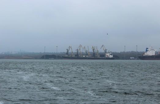 В порт «Южный» возле Одессы прибыло судно с энергетическим углем из ЮАР