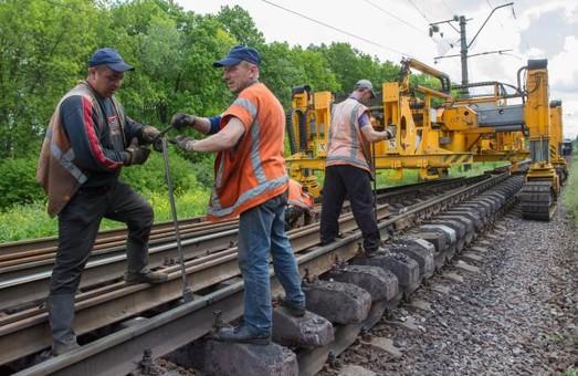Железнодорожники Украины с начала года отремонтировали полторы тысячи километров путей