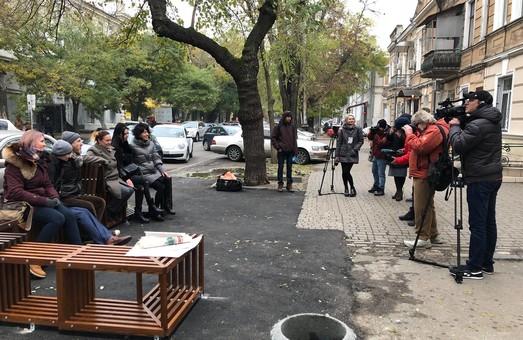 В Одессе на Жуковского создали зону отдыха для пешеходов