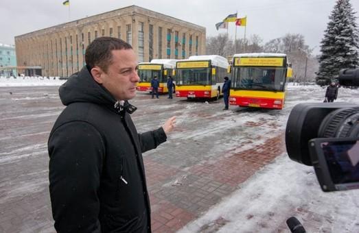 В Каменском на маршруты вышли автобусы большой вместительности