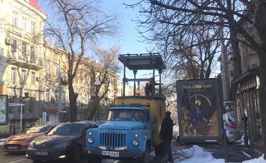 Замена опор на Ришельевской в Одессе затянется до конца года