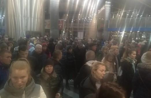 Вчера покупатели железнодорожных билетов через интернет штурмовали кассы на вокзале Киева