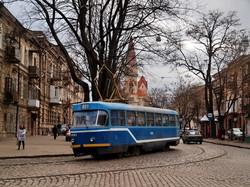 Фото дня: одесские трамваи с видом на лютеранскую кирху