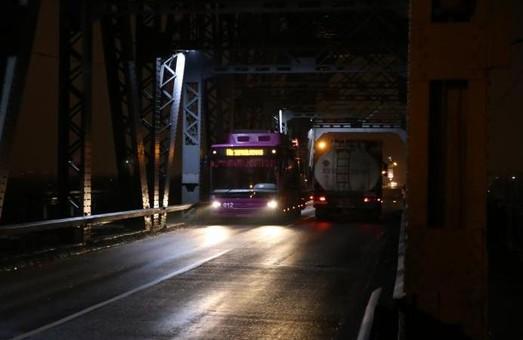 В Кременчуге тестировали троллейбусный маршрут по Крюковскому мосту через Днепр