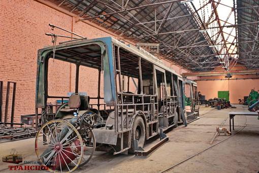 """Как в Одессе старые троллейбусы """"укорачивают"""" (ФОТО)"""