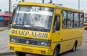 Жители городка Пустомыти блокировали управление транспорта во Львове