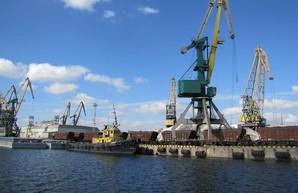 Вчера начали углублять дно в порту Херсона