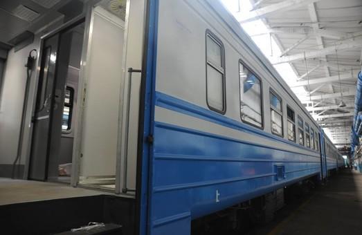 На Львовской железной дороге ремонтируют электрички в условиях депо
