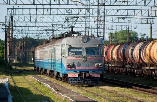Львовская железная дорога отправила электричку на ремонт в Киев