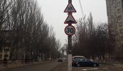 В Одессе на улице Героев Крут установили новые дорожные знаки