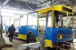 В Житомире продолжают капитально восстанавливать троллейбусы