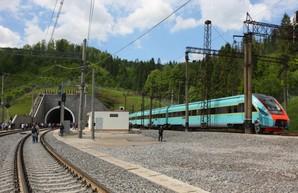 Крюковский вагоностроительный завод в 2019 году построит шесть дизель-поездов и начнет проектировать электричку