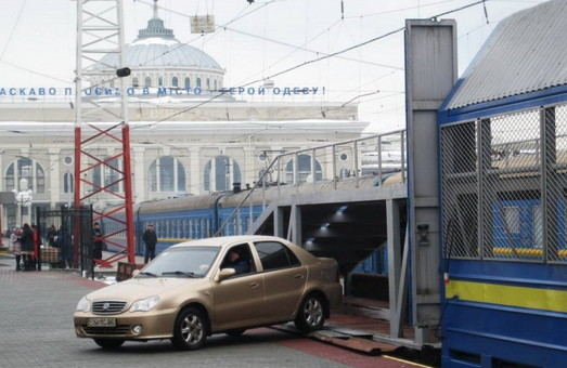 В «Укрзализныце» рассказали, в каких поездах можно путешествовать вместе со своим автомобилем
