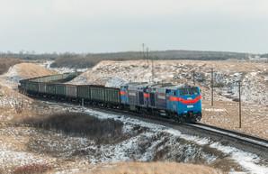«Укрзализныця» начала использовать сцепки из двух тепловозов «Тризуб» для тяжелых поездов (ВИДЕО)