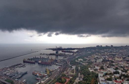 Из-за непогоды введены ограничения в работе портов Одесской области