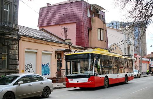 Одесский электротранспорт не может курсировать по расписанию из-за «автохамов»