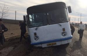 Непогода в Одесской области вызвала несколько ДТП на дорогах области и добавила работы спасателям